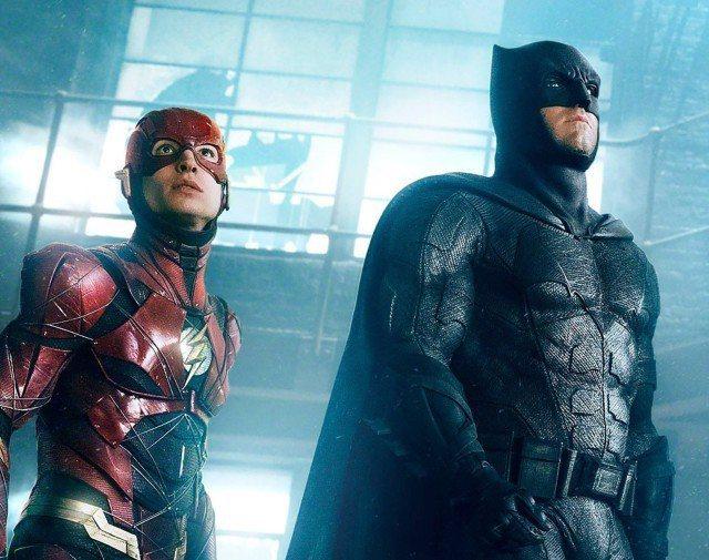 班艾佛列克「蝙蝠俠」、伊薩米勒「閃電俠」即將再度合作。圖/摘自推特