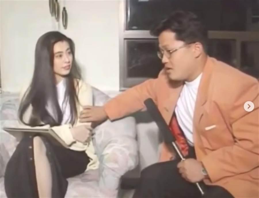 王祖賢當年接受韓國節目專訪,遭男主持開玩笑摸手臂,該影片突然在網路上瘋傳。圖/摘