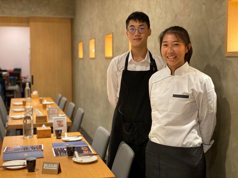 中山工商校友葛品妤(右)與顏子軒(左),創業開設「好食寨」餐廳。圖/中山工商提供