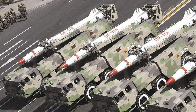 國防部官員也認為,中共對台最嚴重最難以預期的軍事威脅,還是大量彈道飛彈與巡弋飛彈,圖為解放軍的東風短程彈道飛彈。圖/取自網路圖片