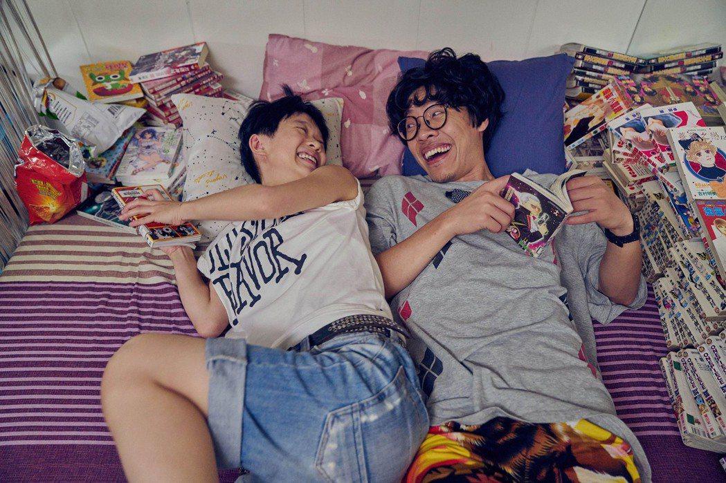 盧廣仲(右)、嚴正嵐演出「花甲男孩轉大人」。圖/台視提供