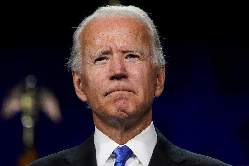 疫情陰影籠罩下,美國民主黨總統候選人拜登發表提名演說,誓言將帶領國家結束黑暗期。路透