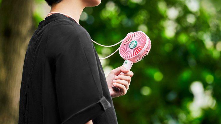 星巴克2020七夕推出粉星巴克隨行風扇。圖/星巴克提供