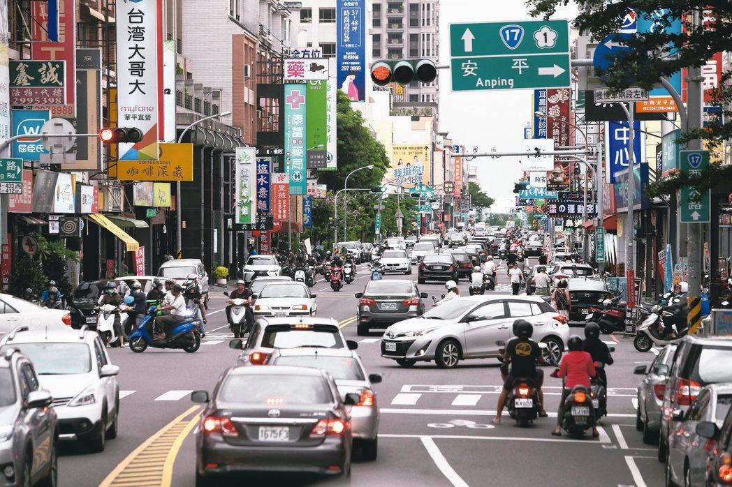 台南市安平區內的「五期重劃區」是台南的行政中心,因規劃完備、生活機能完善,房價明...