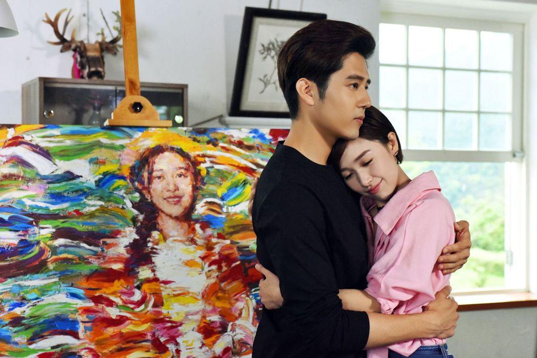 胡宇威(左)、闞清子演出「那刻的怦然心動」。圖/中天娛樂台提供