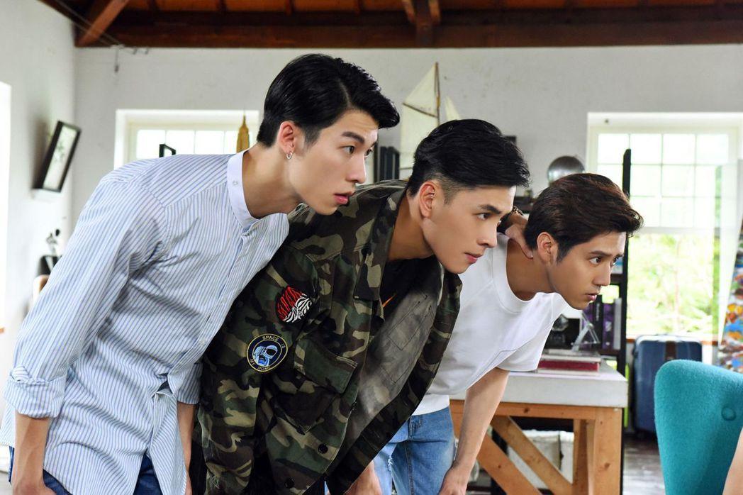 許光漢(左起)、洪堯、胡宇威演出「那刻的怦然心動」。圖/中天娛樂台提供