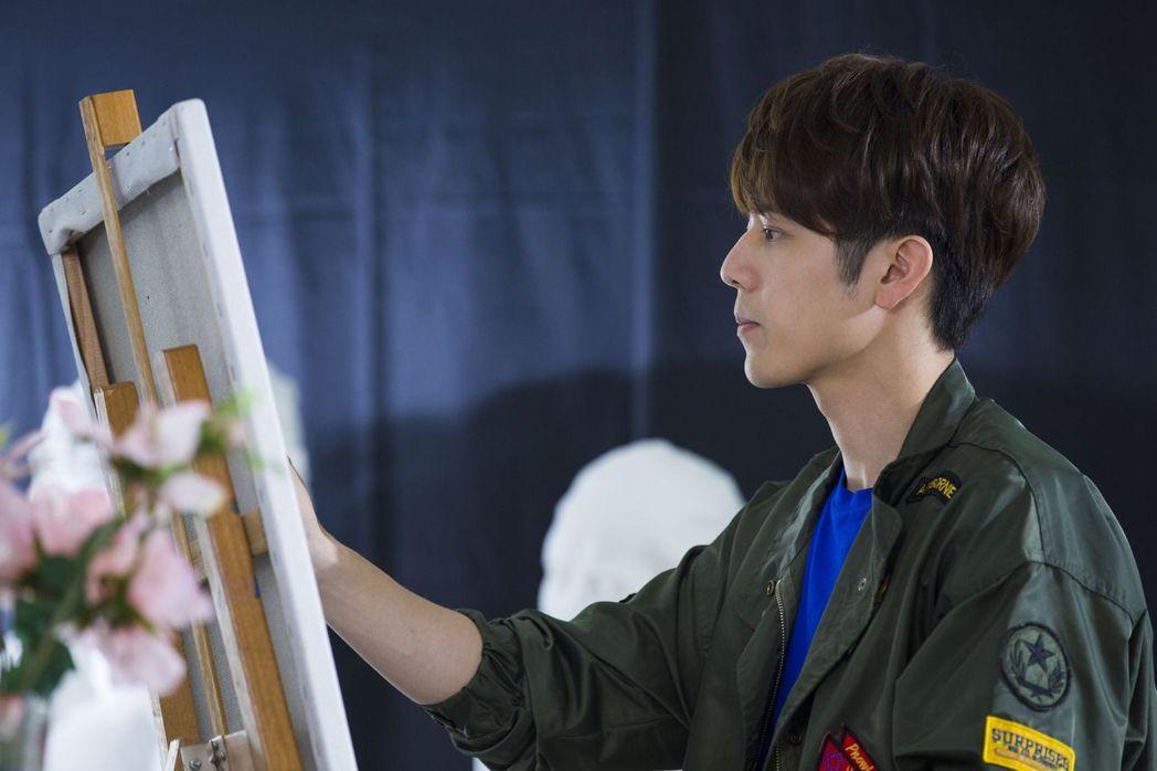 胡宇威在「那刻的怦然心動」戲中飾演天才畫家。圖/中天娛樂台提供