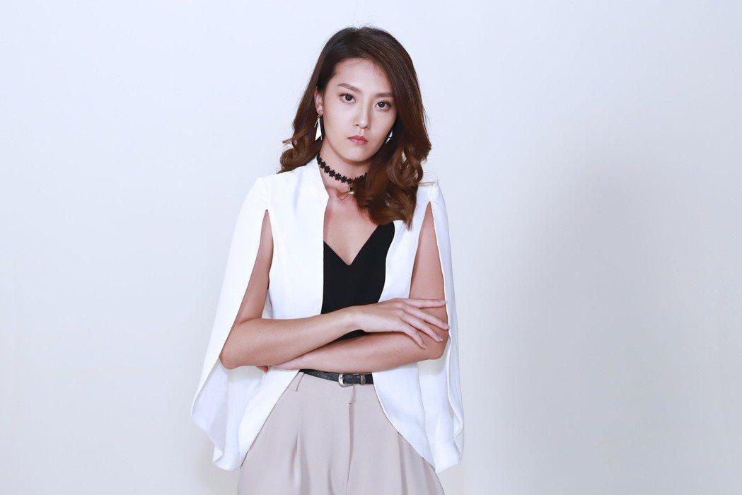 顏曉筠在「多情城市」劇中,挑戰演出愛慕虛榮拜金女「許佑真」。圖/民視提供