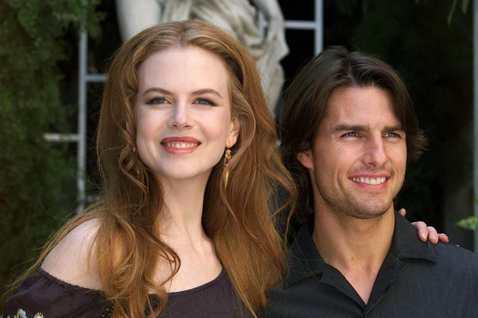 湯姆克魯斯與妮可基嫚曾是受到高度矚目的好萊塢明星夫妻,兩人結識時前者已經是最當紅的天王巨星之一,後者才剛進軍美國,經過了10年的婚姻,妻子的聲名逐漸追上丈夫,外界以為他們除了沒有生子(但有領養一雙子...