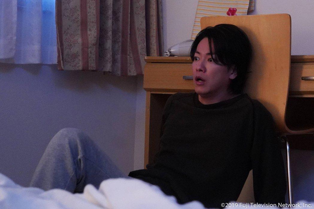 佐藤健驚嚇表情相當傳神。圖/WAKUWAKU JAPAN 提供
