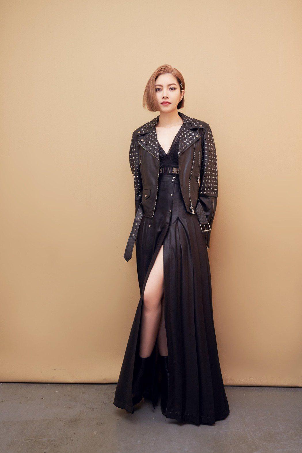 徐懷鈺21日身穿穿皮外套化身女Rocker。圖/Yuki工作室提供