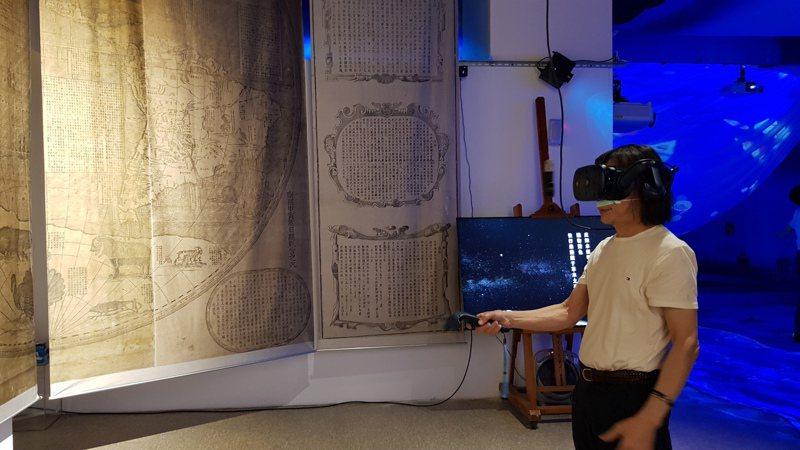 全球首展的坤輿藝境虛擬實境開放體驗,可穿越時空到17世紀大冒險。記者黃瑞典/攝影