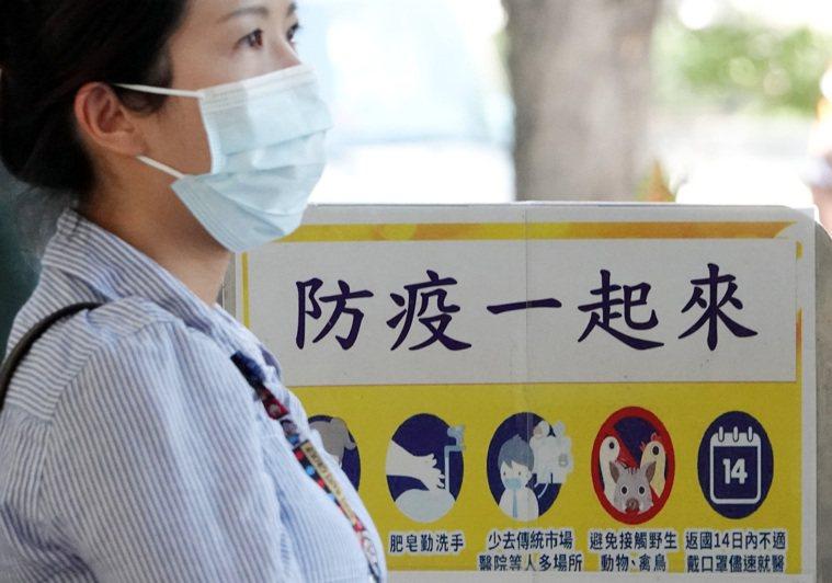 彰化衛生局日前發現自美返國少年確診案例,讓民眾憂心台灣是否出現破口。記者杜建重/...