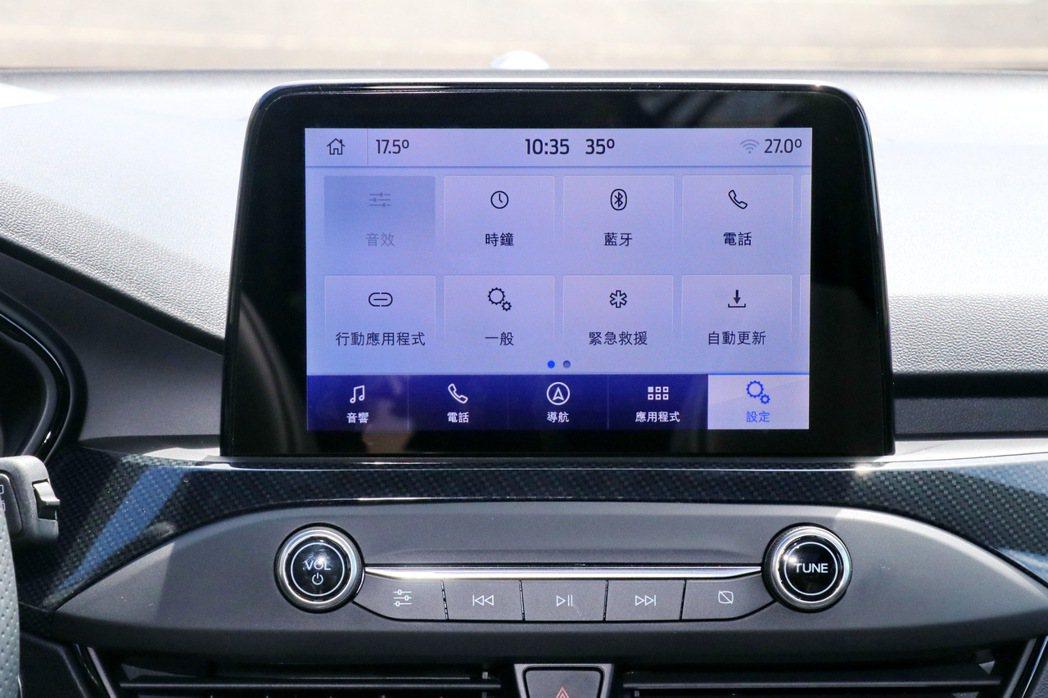 中控台8吋懸浮式全彩LCD觸控螢幕,搭載SYNC3及原廠中文衛星導航系統。 記者...