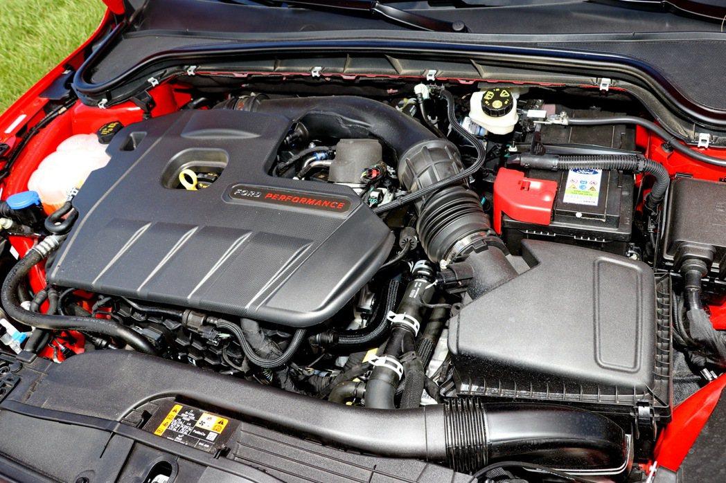 2.3升EcoBoost直列4缸雙渦流單渦輪增壓汽油引擎,擁有280ps/42....