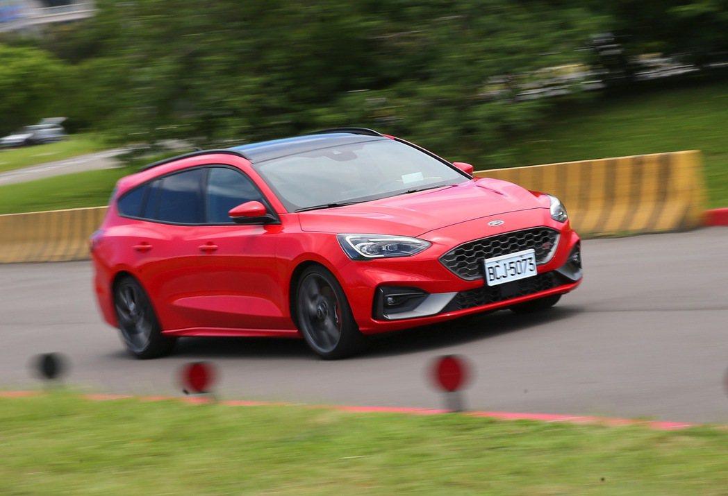 Focus ST Wagon不僅動力表現優異,整體路感回饋及操駕樂趣也相當明顯。...