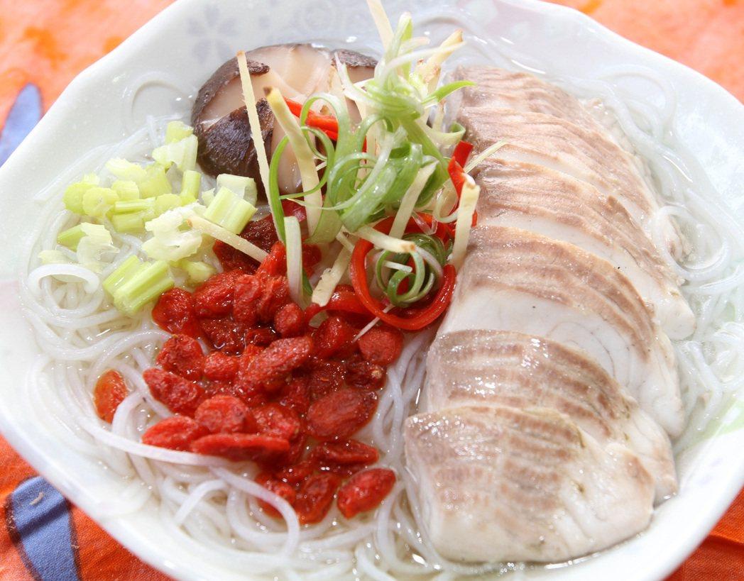 香菇魚片米粉湯。記者侯永全/攝影