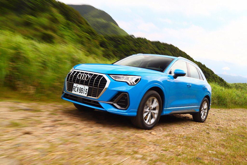 全新第二代Audi Q3於今年6月導入台灣市場,提供標準SUV車型與跑格較強烈的...