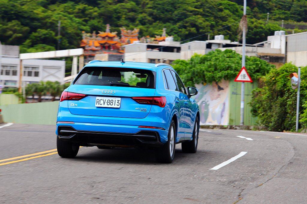高速或快速道路時,配有四輪傳動系統的車型在變換車道或下交流道時的動態反應,也都會...