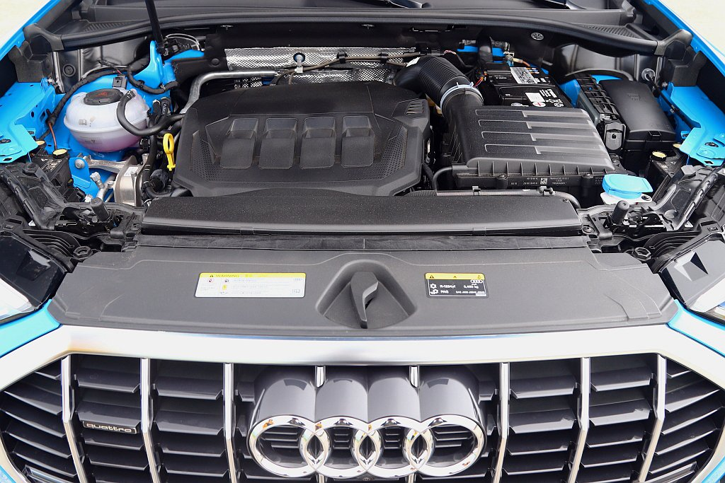 Audi Q3 40 TFSI quattro S line搭載2.0L TFS...