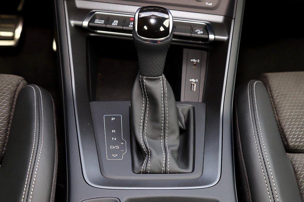 Audi Q3 40 TFSI quattro S line配置S-tronic...