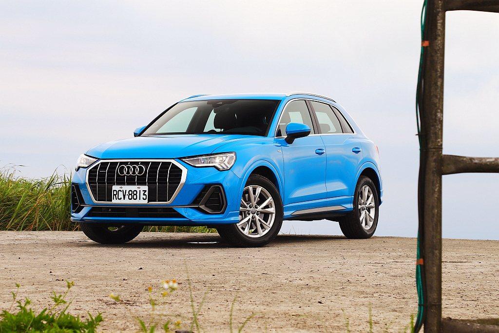 Audi Q3車頭改以「垂直格柵」呈現,再透過鍍鉻飾條來提升豪華質感。 記者張振...