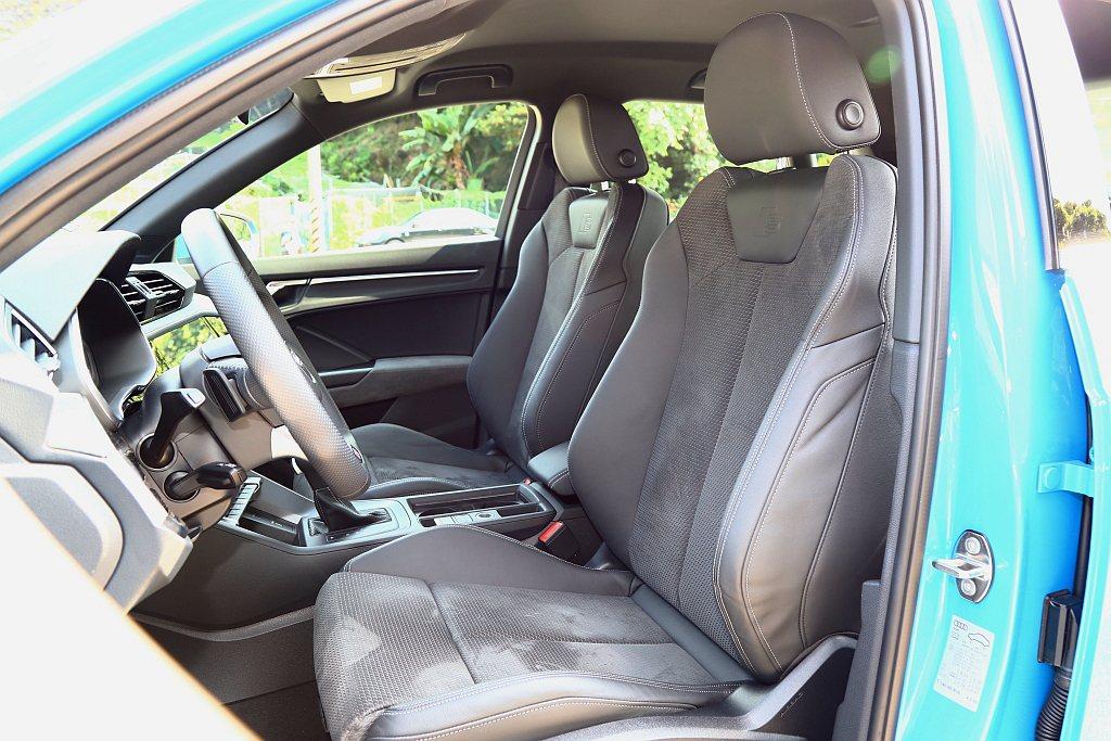 可選的S line內裝套件,座椅升級為Alcantara frequency/透...