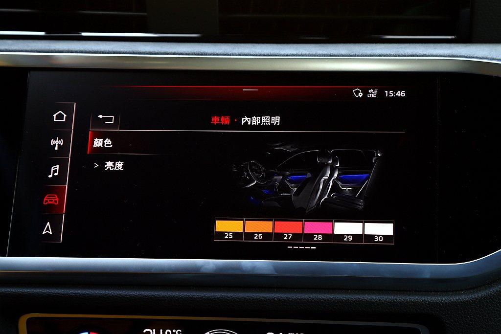 車內氣氛燈擁有多達30種不同顏色可選。 記者張振群/攝影