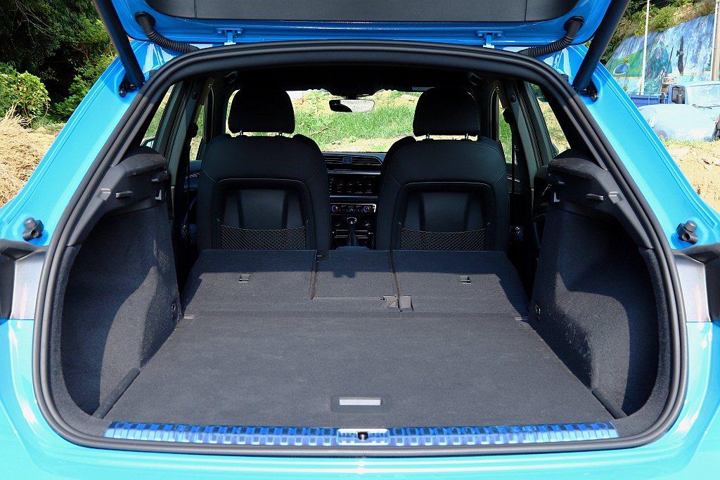 全員滿座下Audi Q3後行李廂基本就有530L,將後座椅背傾倒後則可提升至1,...
