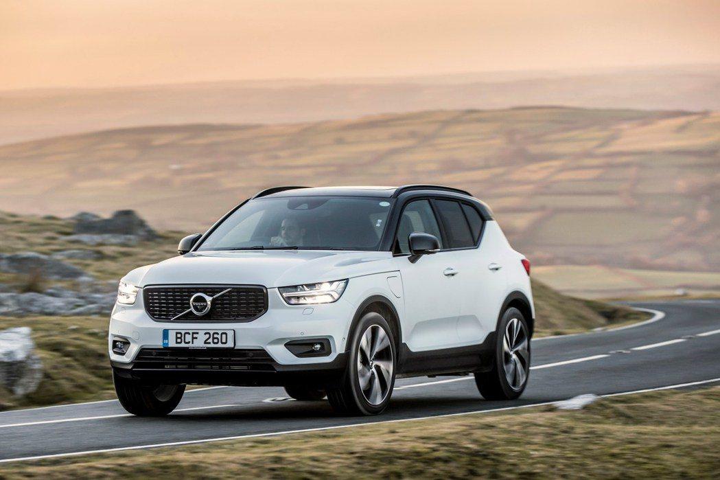 Volvo針對XC40一口氣推出入門T4插電車型,與全新48V輕油電動力的B4、...