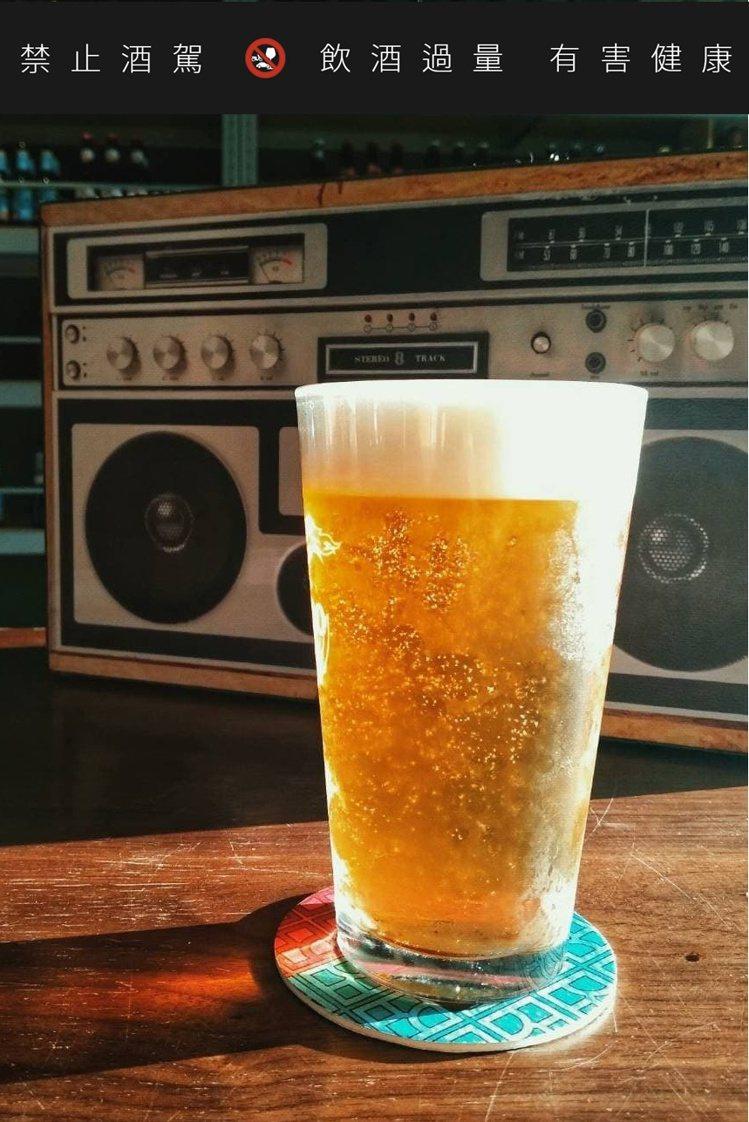 只要大聲在店內喊出「我單身」!Chillax啤酒吧便招待一杯生啤酒,為你打氣。圖...