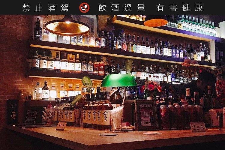 照明與裝潢走日系風格的Bar M,同時也擁有大量日本威士忌或琴酒酒藏。圖 / B...
