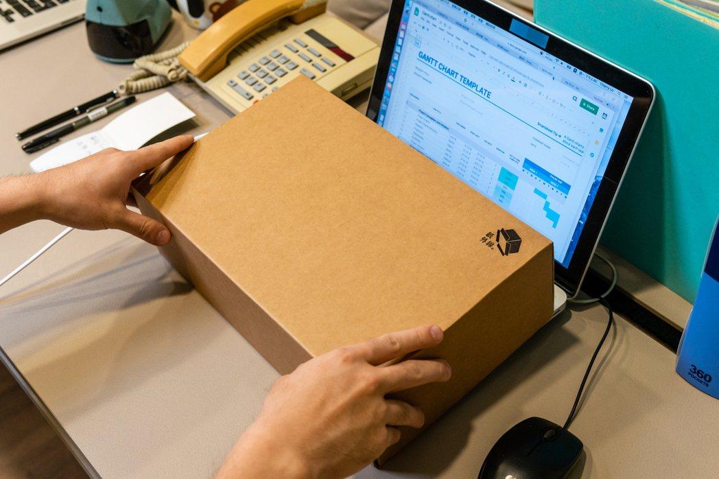 筆記型電腦鍵盤的消毒清潔也不容易,透過紙外線能快速完成消動作。 紙外線/提供