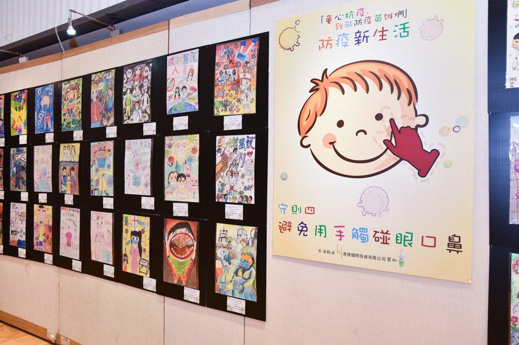 巡迴畫展於高雄新光三越三多店12F展出。 黃啟銘/攝影。