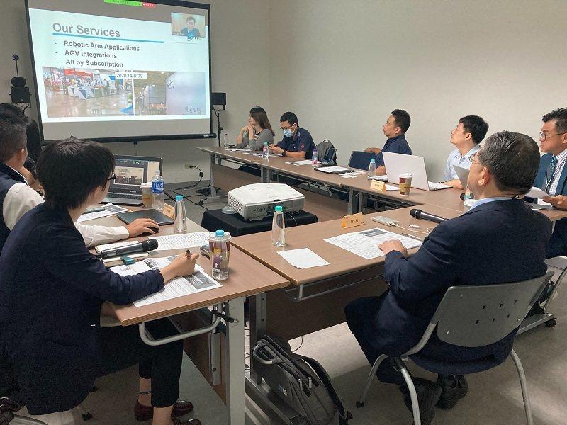 智動協會與韓國機器人協會透過視訊聯合辦理台韓服務型機器人線上交流會。 智動協會/...