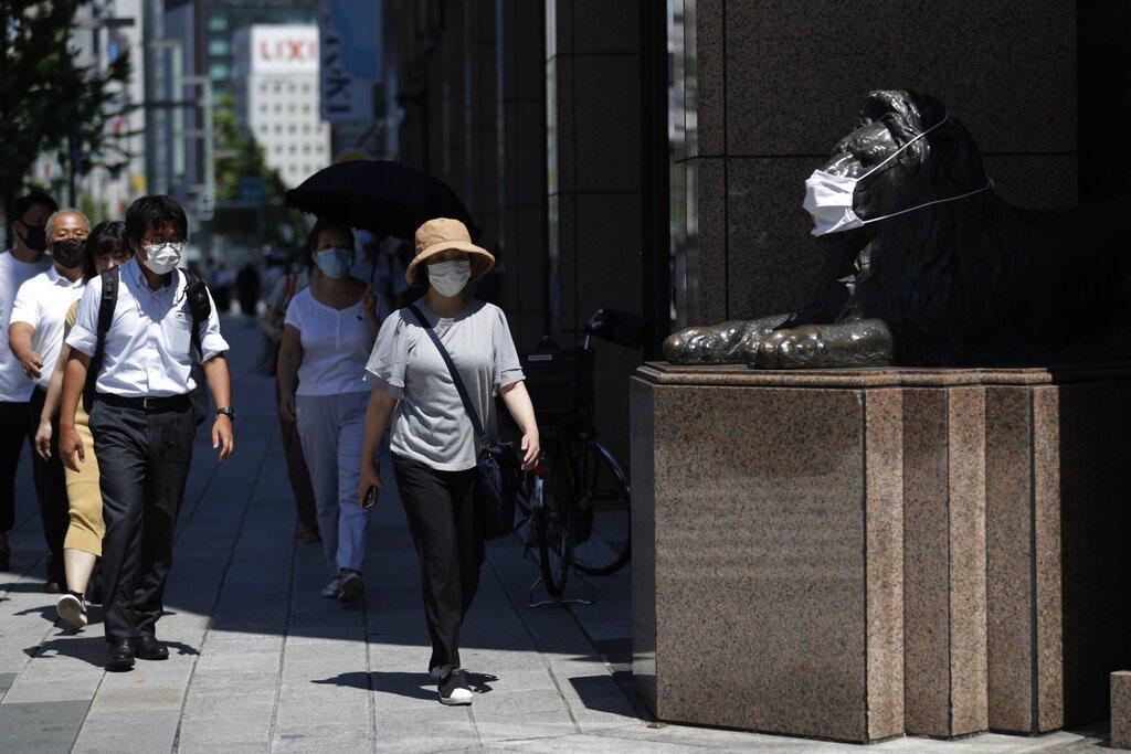 日本日前將兩起新冠肺炎病例當成中暑,結果造成疫情擴散。 圖/美聯社