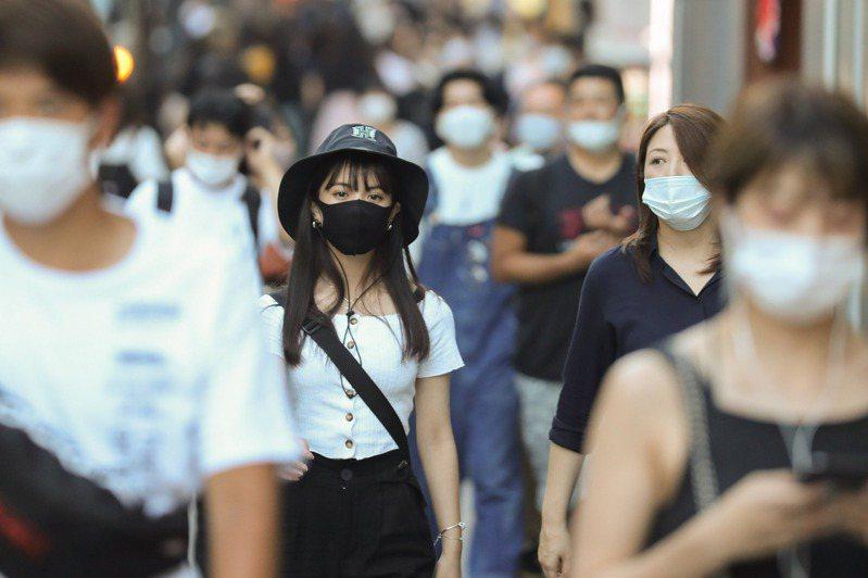 日本境內2019冠狀病毒疾病(COVID-19)疫情延燒,東京都今天單日新增256起確診病例,重症患者較昨天略增4人。 新華社