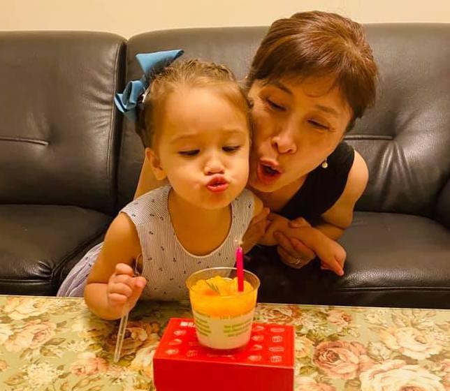 祖孫共享一個芒果布丁生日蛋糕!圖/Tzu Yi Hsu提供