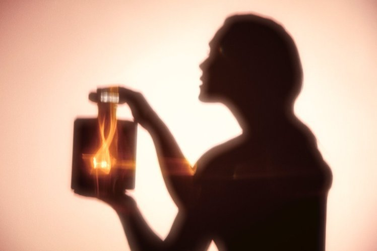 香奈兒摩登COCO秘密時光香水,帶出女人溫柔且私密的一面。圖/香奈兒提供