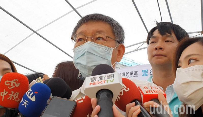 台北市長、兼民眾黨主席柯文哲,上午參加民眾黨北市港湖服務處揭牌時受訪。記者楊正海/攝影