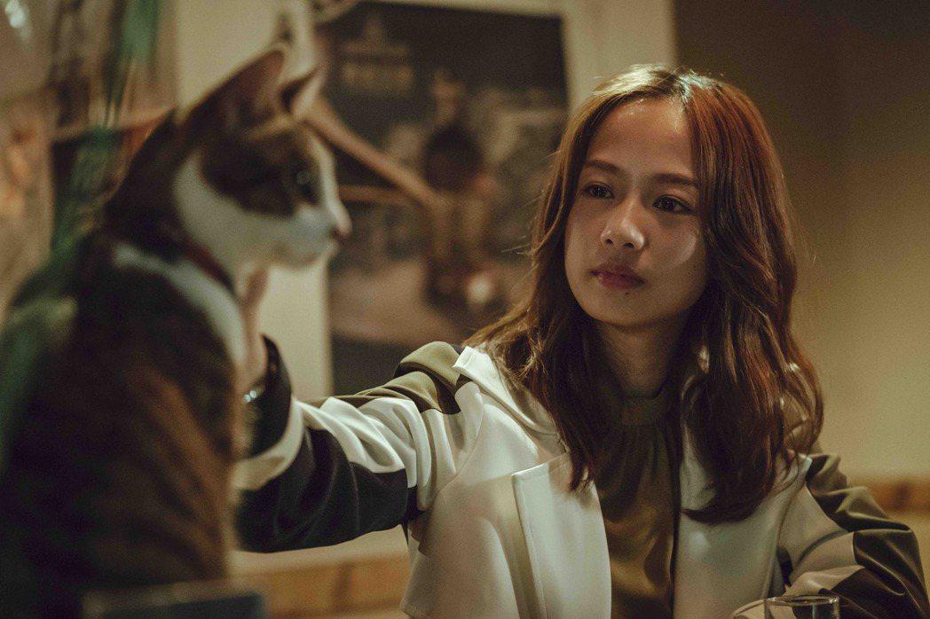 簡嫚書在「黑喵知情」戲中飾演的獸醫院院長,擁有悲傷過往。圖/LINE TV提供