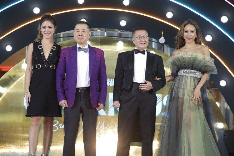 (左起)微風女神書那娜、微風總經理畑明男、微風執行常董岡一郎、微風女神蜜多麗。圖...