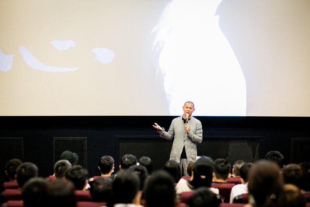 江振誠為紀錄片「初心」勤跑映後座談。圖/牽猴子提供