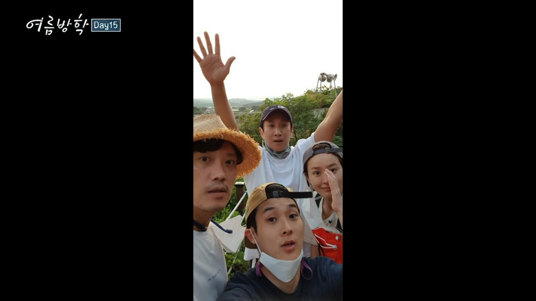 李善均、崔宇植、鄭有美、朴喜洵一起自拍。圖/friDay影音提供