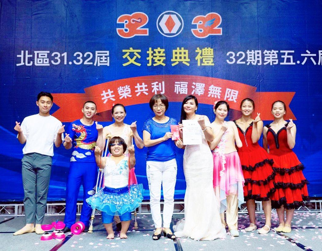 陳怡璇支持「鳥與水舞集」公益慈善演出。圖/十全十美提供