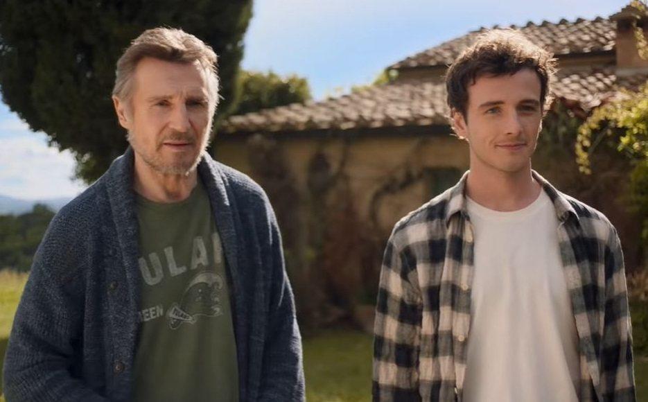連恩尼遜(左)與兒子麥可在「下一站,托斯卡尼 」中也演父子。圖/摘自YouTub...