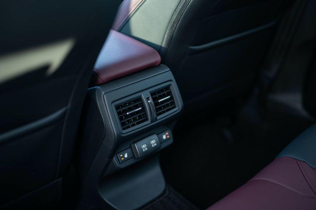 新Levorg後座也加入了空調出風口。 摘自Subaru.jp