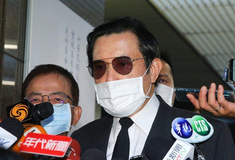 前總統馬英九(中)表示,不能讓錯誤的政策掀起戰端,無謂犧牲無辜性命。記者余承翰/攝影