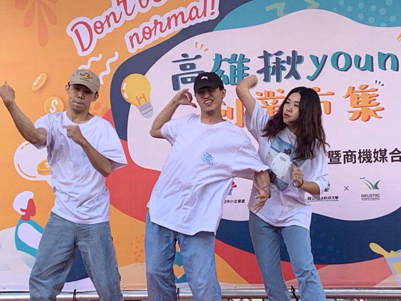 高雄科技大學與高雄市青年局,在漢神巨蛋廣場舉辦「高雄揪Young創業市集」。記者徐如宜/攝影