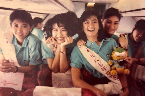 香港演藝圈有不少女星都是曾是港姐出身,像是90年代的性感女神邱淑貞,曾參選過1987年香港小姐,不過當時傳出她疑似整容,整個事件鬧很大,最後她選擇退選,而當年周刊還指出,爆出邱淑貞整容消息的人,正是...